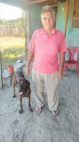 Don Demetrio tenía otros tres perros