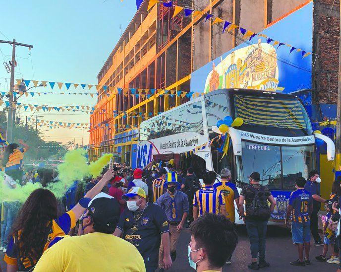 Así esperaron el centenario del Chanchón los hinchas auriazules. Hoy estarán más enluquecidos que nunca por las calles de la República.