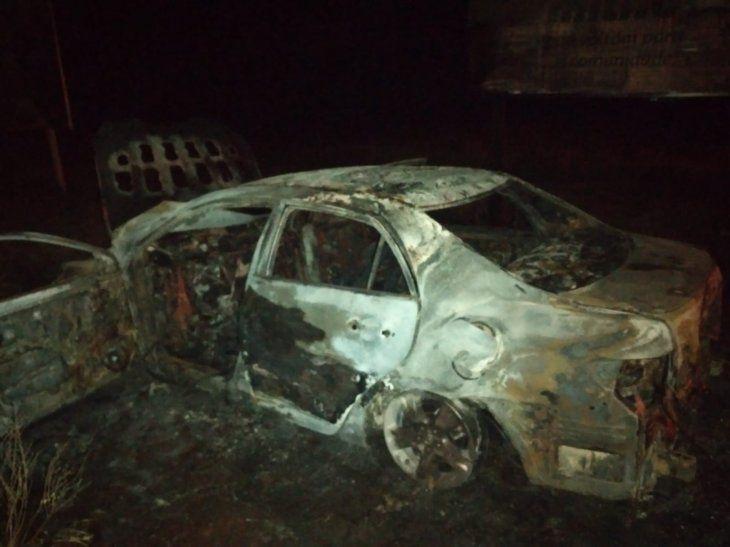 El vehículo fue incinerado y encontrado a 300 metros del cuerpo de la víctima.