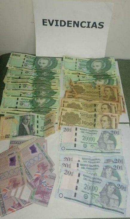 Dinero recuperado en poder de la detenida.