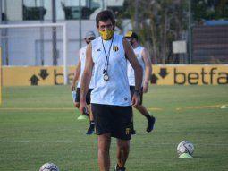 Gustavo Costas le tiró un centro directo a la dirigencia aurinegra sobre la masiva salida de jugadores y la sequía de refuerzos en Dos Bocas. Los 4 que pidió hasta ahora no vinieron.