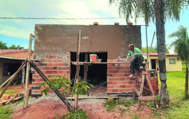Los padres de Guada cedieron una parte del patio de su casa y su tío les construyó a un precio especial.