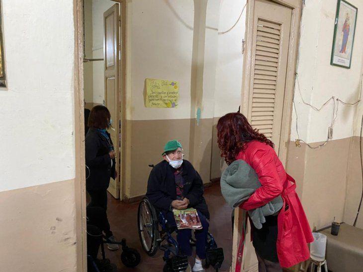 Reclusas del Buen Pastor donaron 50 frazadas a abuelitos