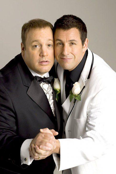 Kevin James y Adam Sandler en la película Los declaro marido y Larry.