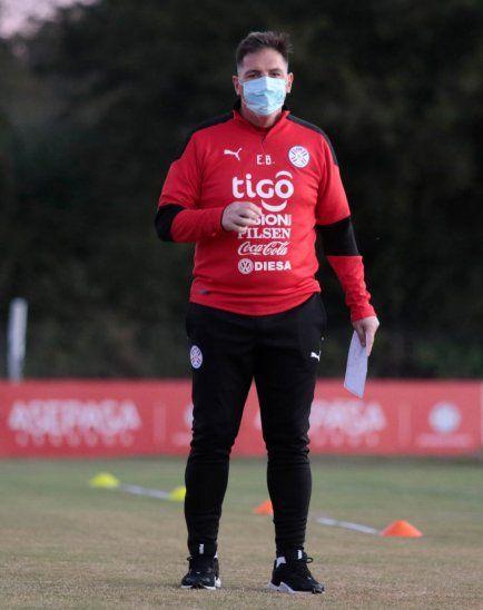 Almirón jugará más liberado y adelantado que en Uruguay