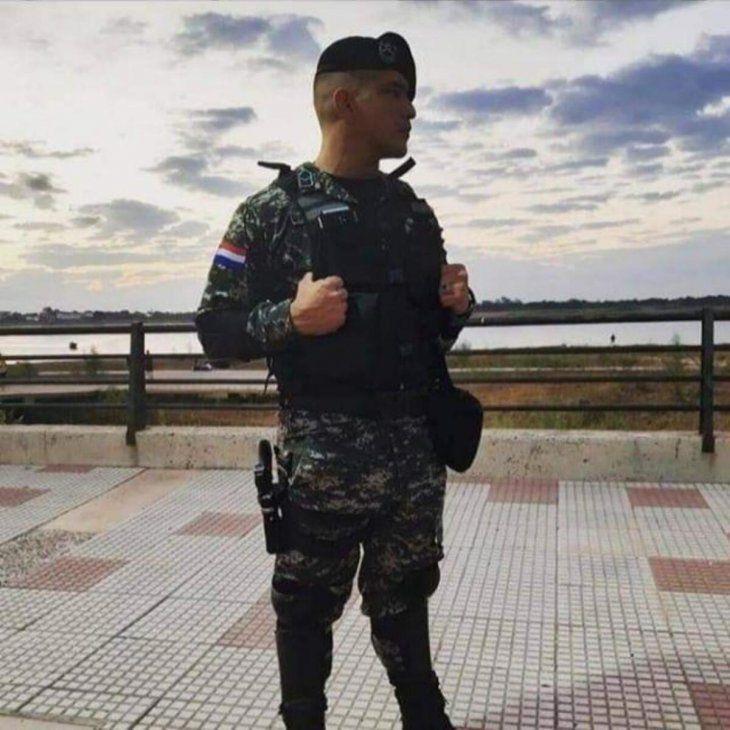 El policía de profesión y futbolista de corazón corrige adversarios dentro y fuera de la cancha. Hoy jugará con Ytororo Copa Paraguay