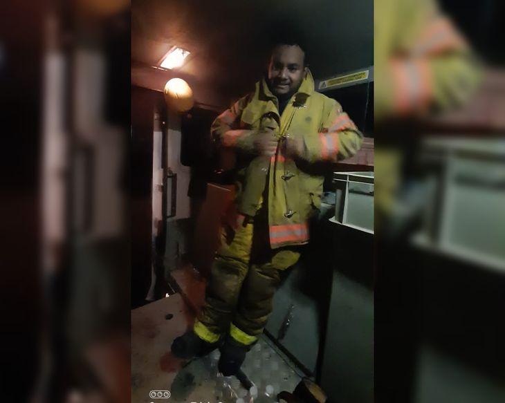 Valenzuela destacó lo gratificante que es ser bombero.