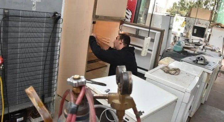 El supuesto técnico retiraba las heladeras y se mandaba mudar
