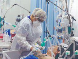 Por el coronavirus, los hospitales casi ya no dan abasto porque la cifra de internados sigue en ascenso y muchos de los pacientes están en unidades de terapia intensiva.