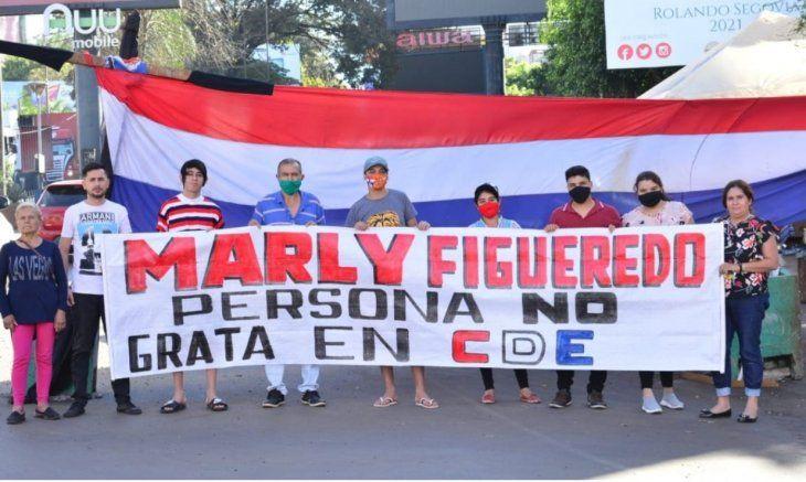 Aldo Barrios comentó que los miembros de la Casa de la Resistencia decidieron declarar persona no grata a Marly Figueredo en Ciudad del Este. La familia de la cuerona vive en el barrio San José.