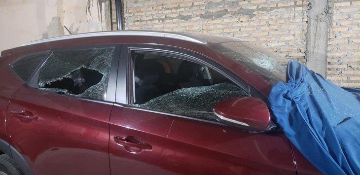 El supuesto autor destrozó también los vehículos de su exsuegra.
