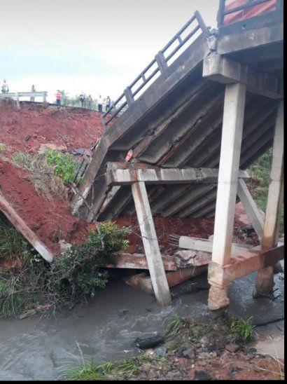 San Pedro: Dos personas murieron tras derrumbe de puente
