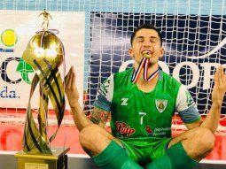 Merecido.Willi aprovechó el momento para una dedicatoria especial, tras el gran campeonato logrado con Villa Hayes en el Nacional de Futsal FIFA, disputado en Villarrica. (FOTO: GENTILEZA)