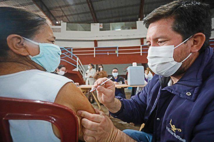 Este fin de semana iniciaría la vacunación de trabajadores esenciales.