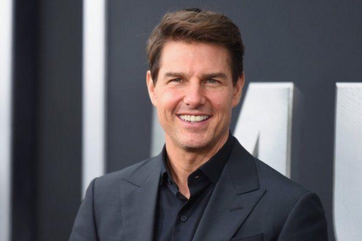 Tom Cruise Asegura que tiene dientes postizos por una patada de su hija que le dio cuando estaban jugando.