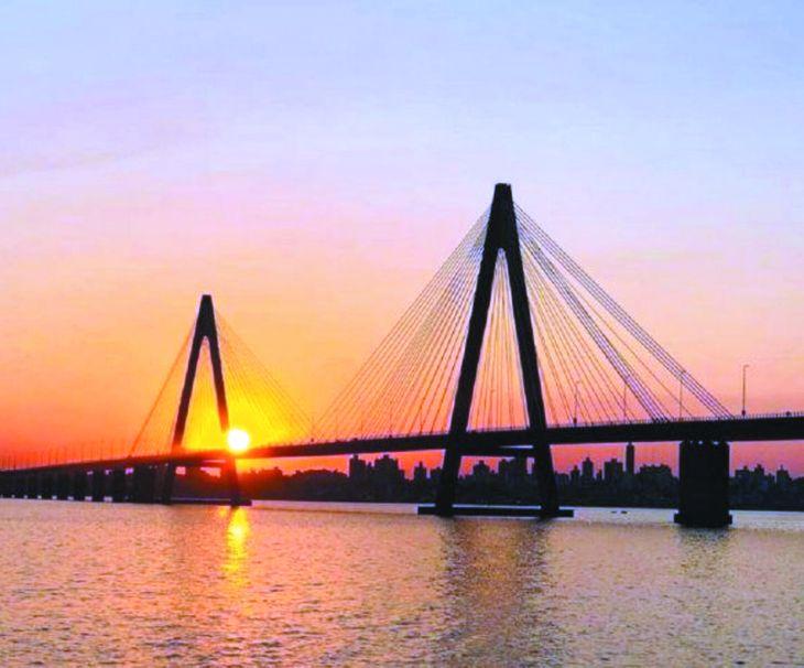 Los comerciantes son los que más ansiosos están por la reapertura del puente que estuvo cerrado casi dos años a causa de la pandemia.