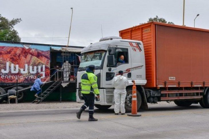 El camión fue interceptado tras el aviso dado por las autoridades chilenas.
