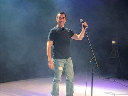 Lo admiran. Odón Morán a pesar de haber pasado la mitad de su vida en Argentina no perdió su acento paraguayo y hace shows de stand up hablando de cómo es la vida de un paraguayito en Buenos Aires, robándose risas y recibiendo muchos aplausos.