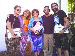 Equipazo De izquierda a derecha. El director de cámaras Michael Kovich, la actriz Lourdes García, la productora y directora Clotilde Cabral, el actor Luis Zorrilla, y Kda Cabral en la musicalización.