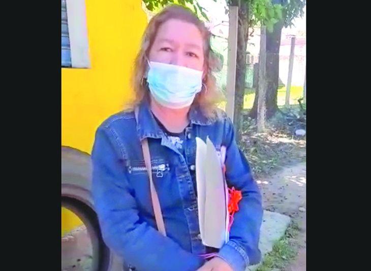 Ña Mirian dijo que solo tiene trato con su vecino don Carlos por cuestiones políticas.