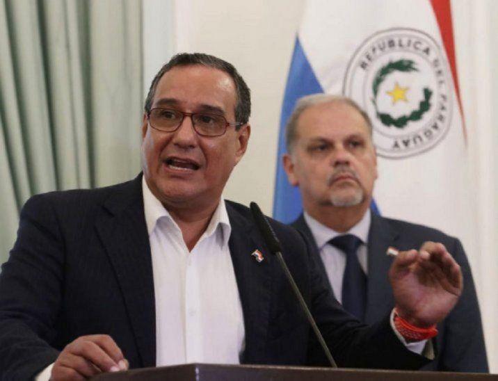Hugo Javier llegó a la política de la mano de Horacio Cartes. Tras ganar las elecciones mencionó que el expresidente lo valoraba mucho por ser el único de sus candidatos que le devolvió la plata que puso para la campaña política.