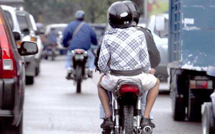 La Poli podría intervenir si ve a dos personas en una misma moto de noche como actuación preventiva