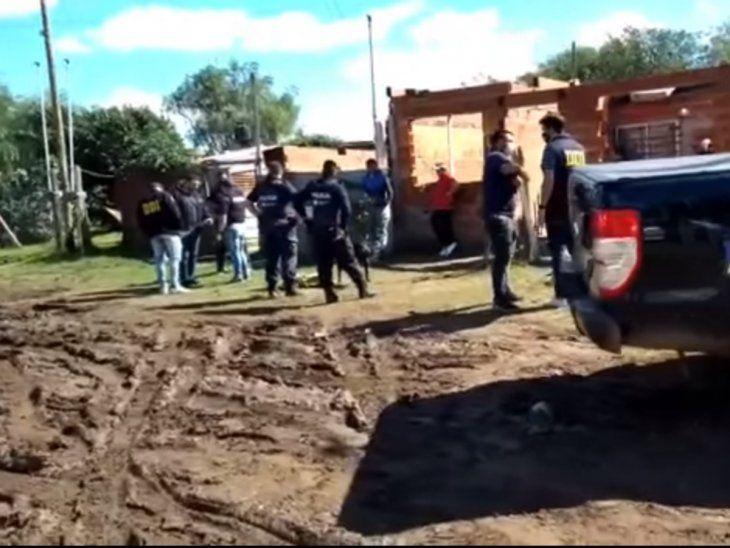 Dos detenidos tras allanamientos en el barrio de los paraguayos