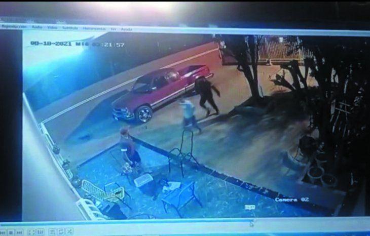 Acusan a polis de robo y de plantar drogas