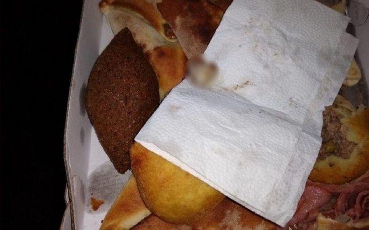 En la comida encontraron el dedo de uno de los empleados.