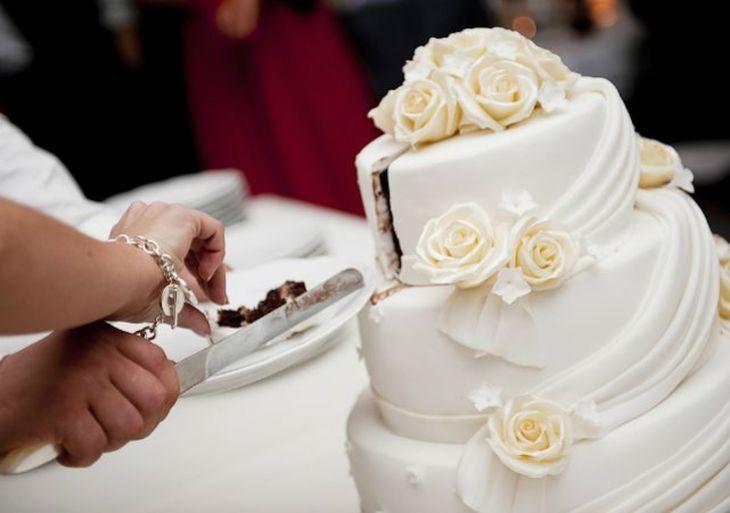 Los recién casados cobraron más de G. 30.000 por cada pedazo de torta.