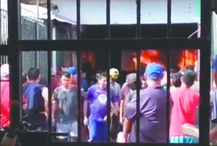 La violenta protesta de los reclusos movilizó a numerosos bomberos