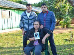 Doña Juana y su familia sufren hora tras hora por no saber nada de la hija menor Leidy. La misma había viajado con la familia Pettengill López Moreira a Miami el martes pasado.