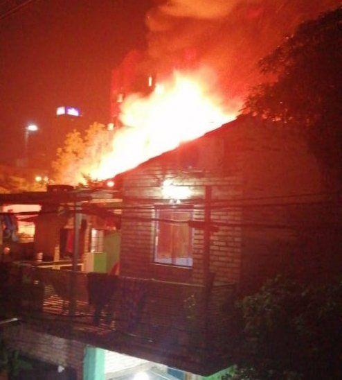 Incendio afectó a cerca de 100 casas.