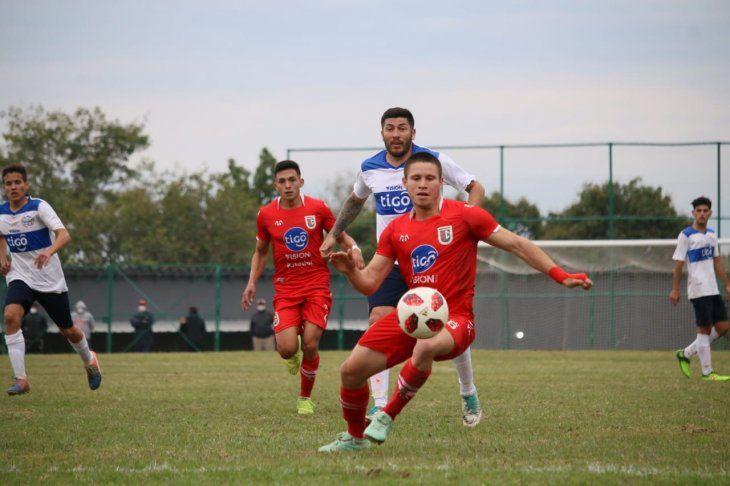 Mira desde arriba El Rojo logró su cuarto triunfo al hilo para seguir en lo más alto de la tabla en la Cuarta División. (FOTO: APF)