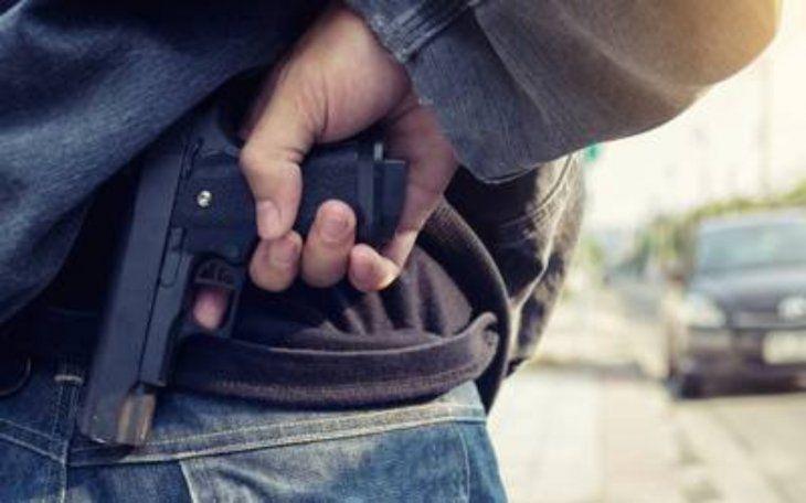 Así asaltan los drogadictos a los choferes en Areguá.Usaron un arma de juguete.
