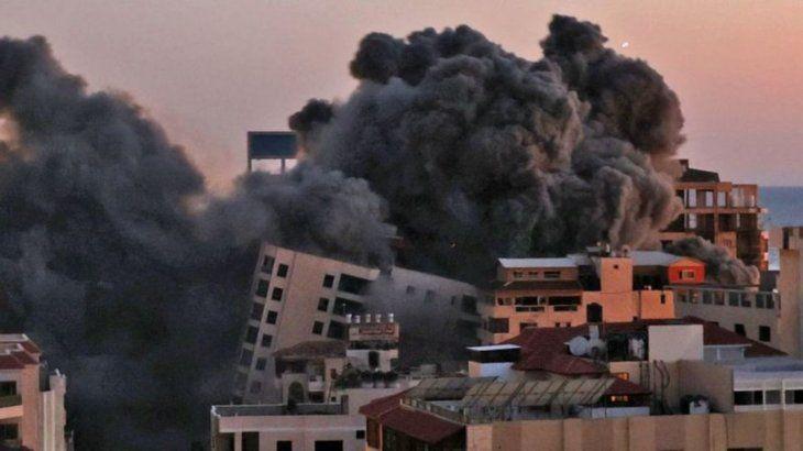 Unos de los cohetes impactó contra la torre Hanadi.
