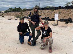 Las modelos Jessica Franco (izquierda), Nadia Aranda (medio) y Maga Caballero (izquierda) disfrutaron de un fin de semana de chicas. Comentaron que practicaron tiro en un campo privado en Chacoi.