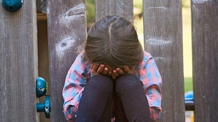 La niña resultó con heridas en la nuca y parte de la espalda.