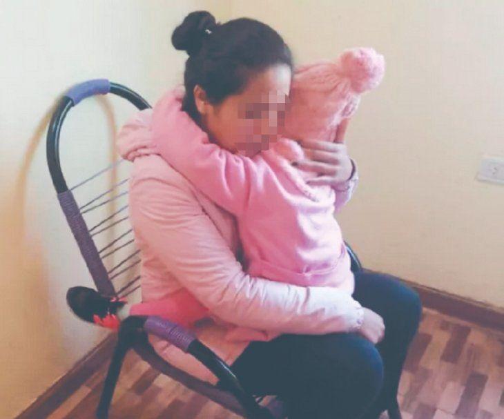 Micaela vive en casa de su padres en Posadas desde que logró escapar de su expareja.