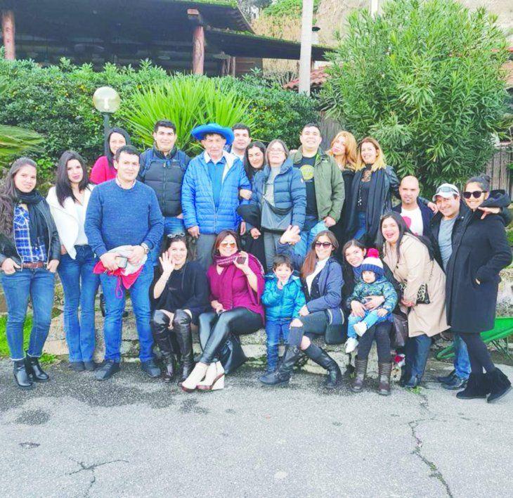 Marcos Rojas posando junto a su gran familia