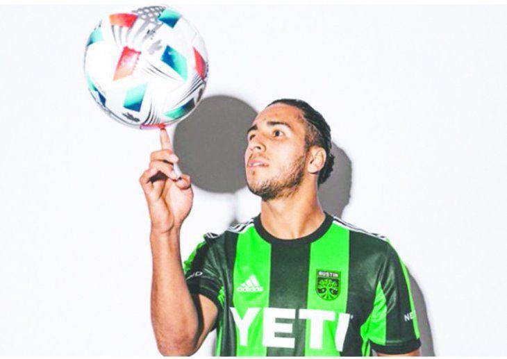Domínguez considera a su colega Santa Cruz como un grande del fútbol con quien le gustaría compartir vestuario una vez más.