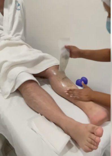 Fernando Eid perdió apuesta y fue depilado.
